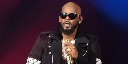 Listen R Kelly s I Admit Addresses Accusations