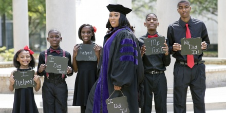 Single Mom With 5 Children Graduates From Law School Inspires Millions